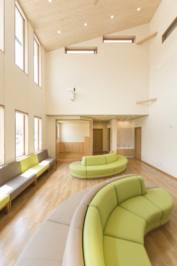 天井の高い待合ホール